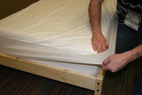 remove cover from mattress